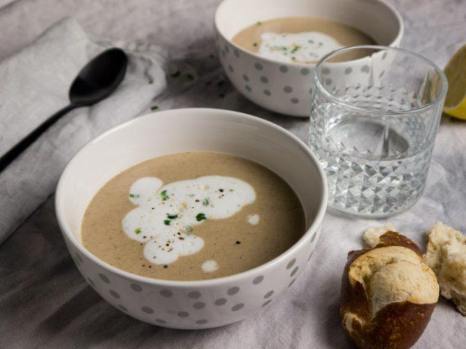 Výborná polievka s chrenovou penou